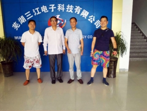 芜湖南陵的查总和刘总来三江总部考察合作电动车充电站项目